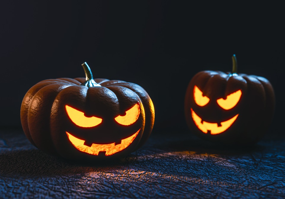 creative-jack-o-lanterns-and-halloween-decor