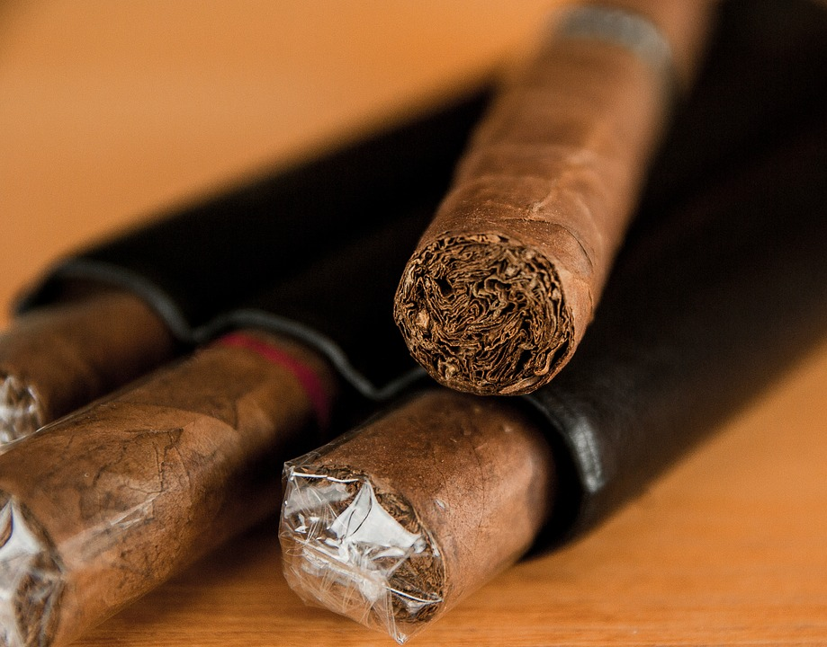 must-haves-for-cigar-lovers-on-black-friday
