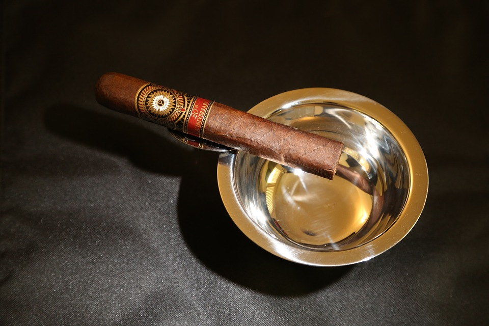 Cigars vs Cigarettes