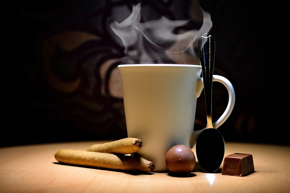 How to Pair Cigars with Coffee